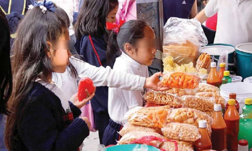 Plantean prohibir venta de comida chatarra a niños en todo el país