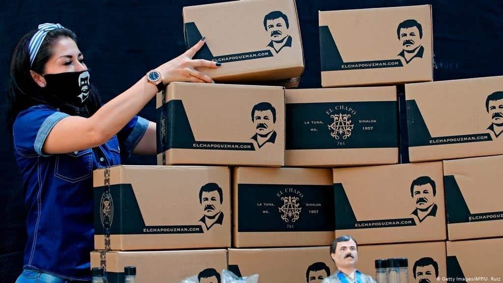 Familiares de El Chapo Guzmán reparten despensas en Jalisco a personas de bajos recursos. La acción fue tanto alabada como repudiada