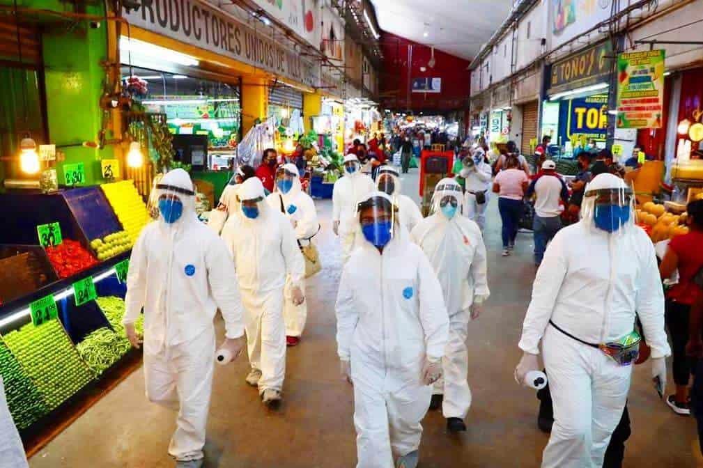 Tras varios brotes de Covid-19 en la Central de Abasto, se desplegó un ejercito de personal de sanitización para tratar de disminuir lo más posible la propagación del virus