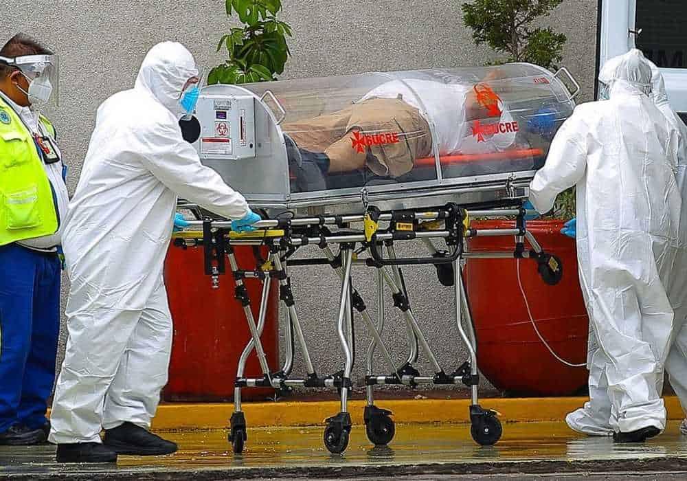 Los pacientes con coronavirus son traslados en estas cápsulas para evitar contagios